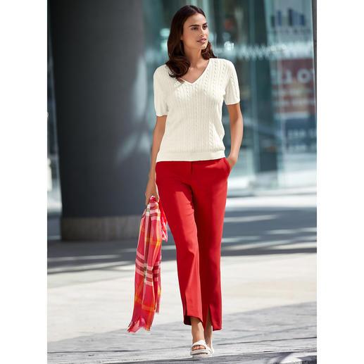 """Ihre wohl unkomplizierteste Tuchhose – jetzt in modischem Rot. Dank """"Blended Wool"""" weich und kratzfrei. Bequem elastisch. Strapazierfähig. Und maschinenwaschbar."""