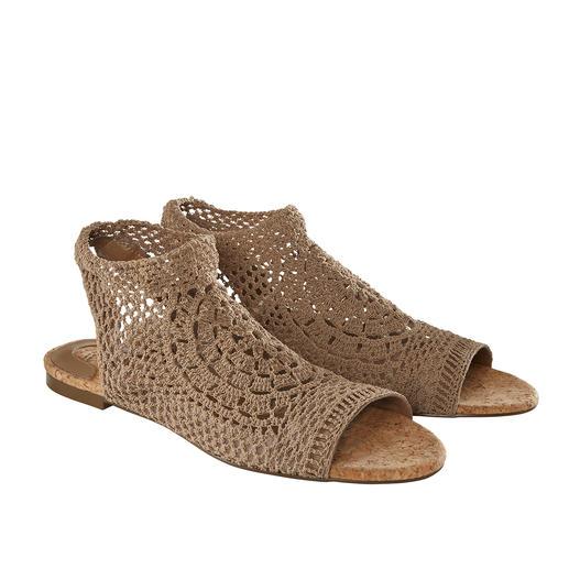 Nina Originals Häkel-Wedges oder -Flats Weltweit limitiert, in Europa nur selten zu finden: Der handgefertigte Häkel-Schuh von Nina Originals, New York.