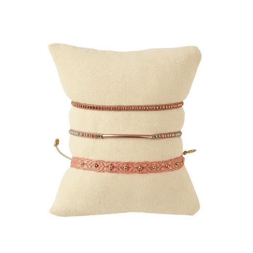 LeJu London Ethno-Armbänder, 3er-Set So authentisch (und so edel) sind angesagte Ethno-Armbänder nur selten: Mit Silber und Edelsteinen handgeknüpft.