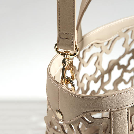 Tous Lasercut-Tasche Der Taschen-Klassiker von Tous passt perfekt in den Modesommer 2018: Trendfarbe Nude. Angesagter Lasercut. Wandelbarer Look.
