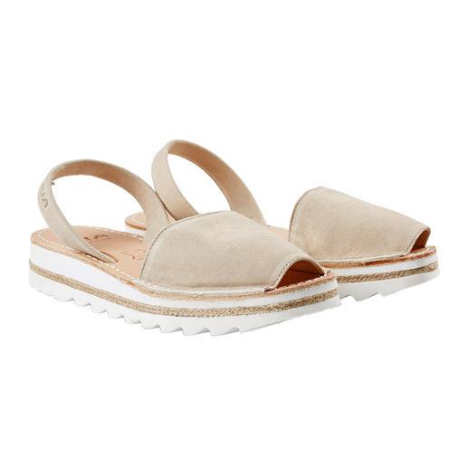 Die traditionelle Menorca-Sandale: Handgefertigt. Und in den heissesten Sommern bewährt. Die traditionelle Menorca-Sandale: Handgefertigt. Und in den heissesten Sommern bewährt.