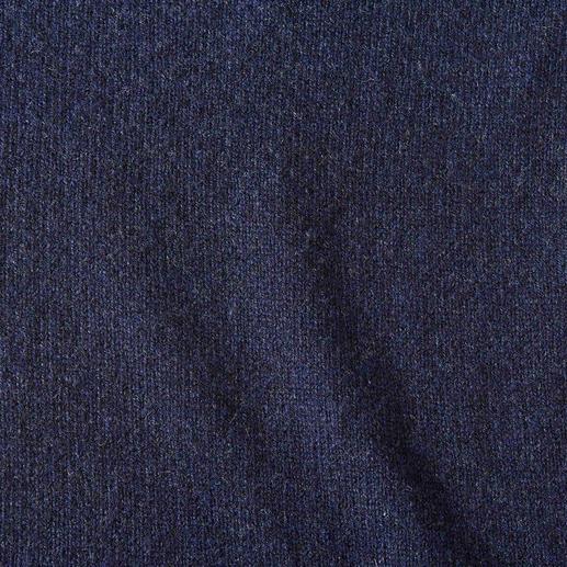 Johnstons Basic-Strickjacke Das unverzichtbare Wohlfühl-Stück für jede Gelegenheit: Die wärmende Lambswool-Strickjacke von Johnstons.