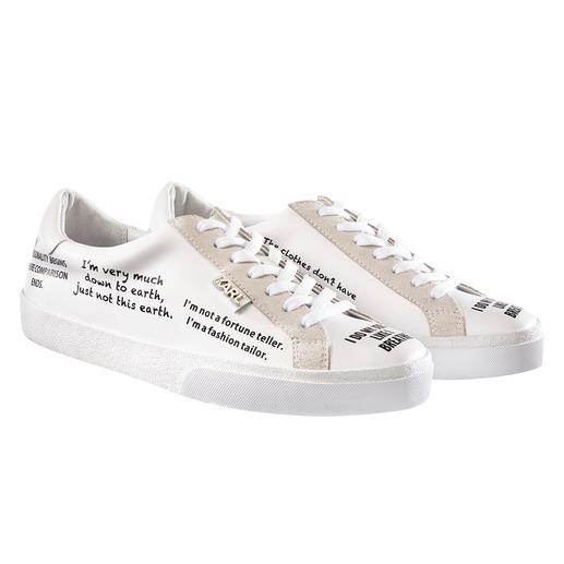 Lagerfeld Statement-Sneakers Dauerbrenner weisse Sneaker + Trendthema Statement-Prints: perfekt mit Original-Zitaten von Karl Lagerfeld.