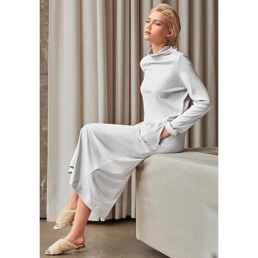 Hanro Loungewear-Kleid Die wohl modischste Interpretation des gemütlichen Loungewear-Kleids: Clean-Chic. Slim-Cut. Maxi-Länge. Trend-Ton.