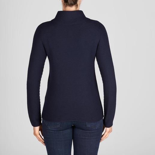 Turtleneck-Ripp-Pullover Aktueller Rippenstrick – aber aussergewöhnlich fein und feminin. Der Pullover mit aktuellem Turtleneck-Kragen.