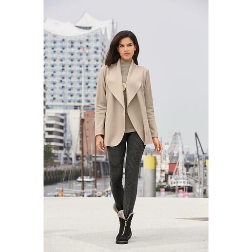 Sabine Sommeregger Walk-Blazer So haben Sie Wollwalk sicher noch nie erlebt: Super leicht und soft. Sanft Fliessend. Und modisch elegant.