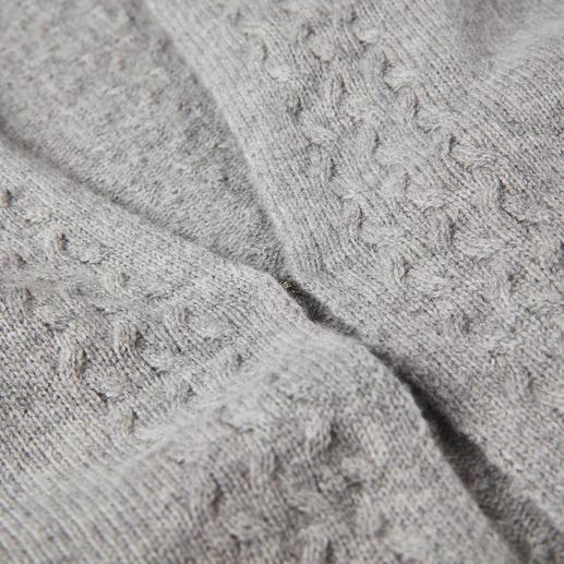 Carbery Strickjacke Trellis-Cable Modisch aktuelle Zopfstrick-Jacken gibt es viele. Dies ist das rare irische Original. Gestrickt bei Carbery in Clonakilty.