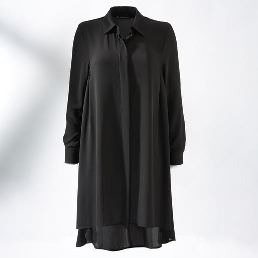 Janice& Jo Longbluse Nominiert zum meist getragenen Lieblingsstück: die schwarze Longbluse im perfekten Kleiderschnitt.