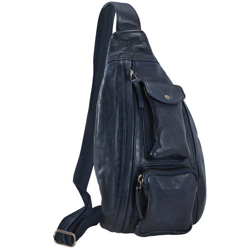 Die Crossbody Bag vom Münchner Trendlabel Anokhi ist ein echtes Organisationstalent. Mal Umhängetasche. Mal Bauchtasche. Und modisch genau richtig.