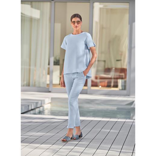 SLY010 24-Stunden-Hose oder -Shirt, Bleu Modisches Design. Reisetauglicher Krepp. Bequemer Schmeichel-Schnitt. Von SLY010, Berlin.