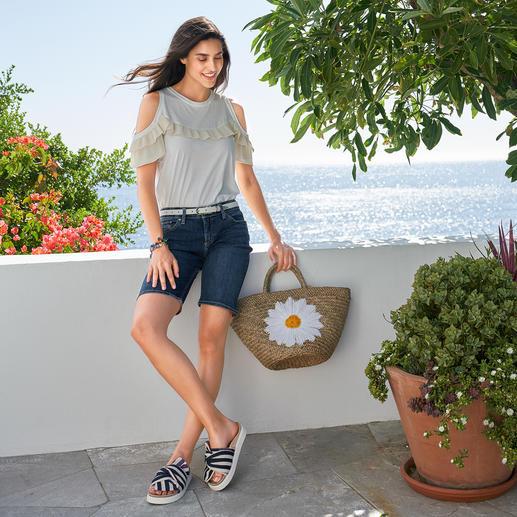TWINSET Plissee-Basic Shirt Nicht einfach nur ein weisses Basic – selten feminin mit Plissees dekoriert. Von TWINSET.