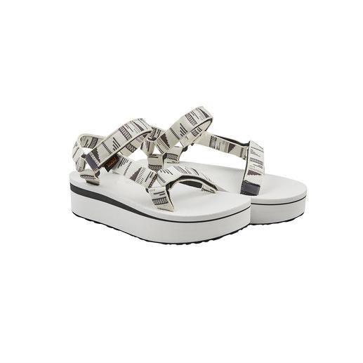 Die Outdoor-Sandale von Teva®, USA: Fotografiert an den Füssen der Hollywood-Stars. Jetzt mit Plateau trendiger denn je.