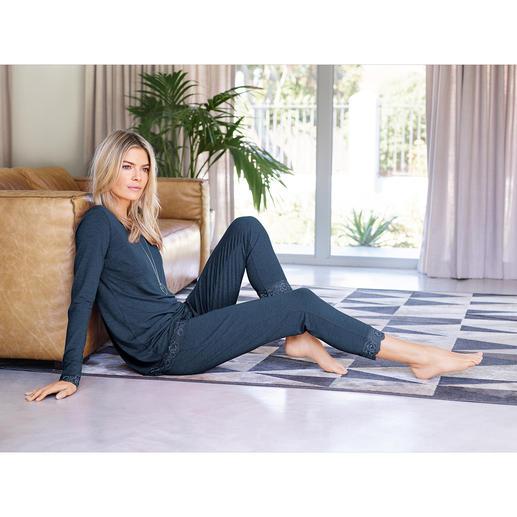 Die Loungewear aus weich fliessender Bambus-Viskose. Femininer Homewear-Zweiteiler und gemütlicher Pyjama in einem.