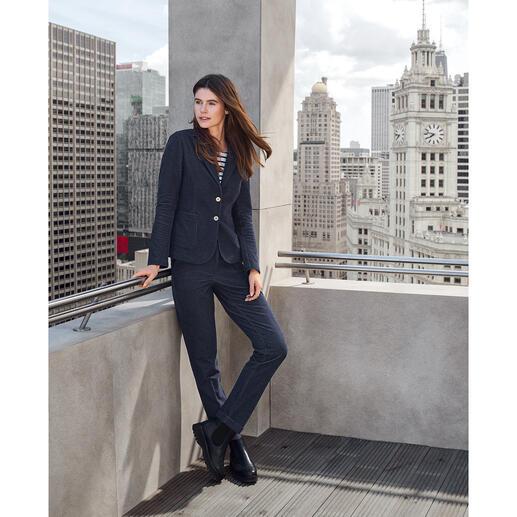 Der Jeans-Hosenanzug von T-Jacket: High-Fashion mit Homewear-Feeling. Hochmodischer Schnitt. Hochelastischer Jersey. Made in Italy.