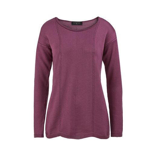 Der Basic-Pullover aus extrafeiner Merinowolle. Viel interessanter und femininer: in Trapezform gestrickt, mit Wellensaum und Längsnähten.