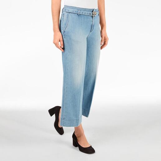 Die modische Culotte-Jeans in eleganter Erwachsenen-Version. Von Pinko, Italy. Klassische Leibhöhe. Dezente, helle Waschung. Schmückender Gürtel mit unverkennbarer Label-Schliesse.
