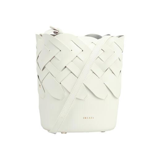 """Die puristisch, geflochtene Bucket-Bag von Inyati, dem deutschen """"Label to watch"""". Designpreis-verdächtig. Und doch erfreulich erschwinglich."""