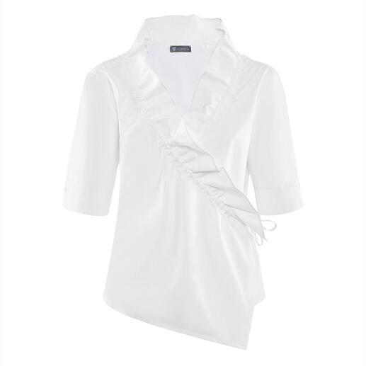 Die klassische, weisse Basic-Bluse mit modischem Facelift. Alles andere als langweilig. Vom Newcomer-Label Armagentum® aus Österreich.
