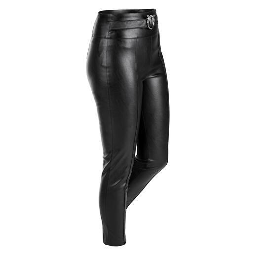 """Die modisch schlanke Hose aus """"Similpelle"""" von Pinko. Soft und edel wie Leder. Aber pflegeleichter und preiswerter."""