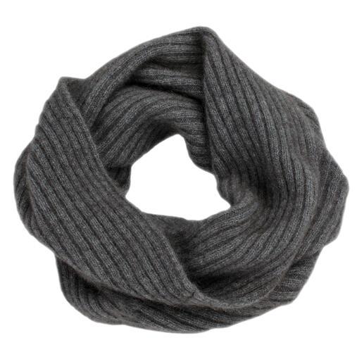 Der Loop-Schal aus neuseeländischem Possum-Haar. So warm, weich und leicht. In luxuriöser Mischung mit Merino-Wolle und Seide.