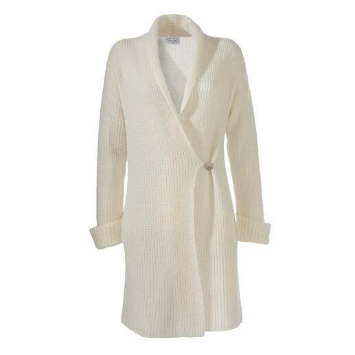 Der vielseitige Long-Cardigan: zeitgemässer und viel femininer als übliche. Tiefe Taschen, Schalkragen, umgeschlagene Ärmelbündchen, Knopfverschluss. Made in Italy.