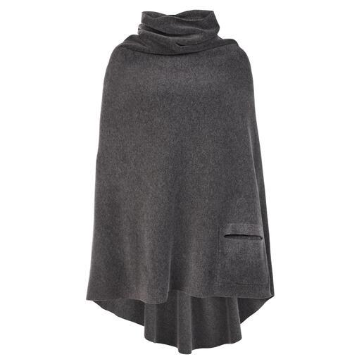 Die feminine Art Fleece zu tragen: der Poncho von Henriette Steffensen. Skandinavisches Design made in Kopenhagen.