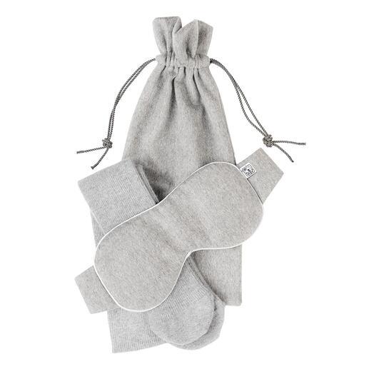 Das Verwöhnset aus edlem Kaschmir: Schlafmaske und Socken und Reisebeutel. Ideal für daheim und unterwegs. Made in Scotland von Johnstons of Elgin, seit 1798.