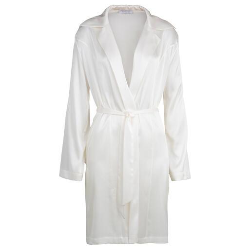 Die feminine Kombination aus Morgenmantel und Nachthemd. Von Eva B. Bitzer. Kaum Knitter, mehr Bewegungsfreiheit: Eine Prise Stretch macht edle Seide noch bequemer.