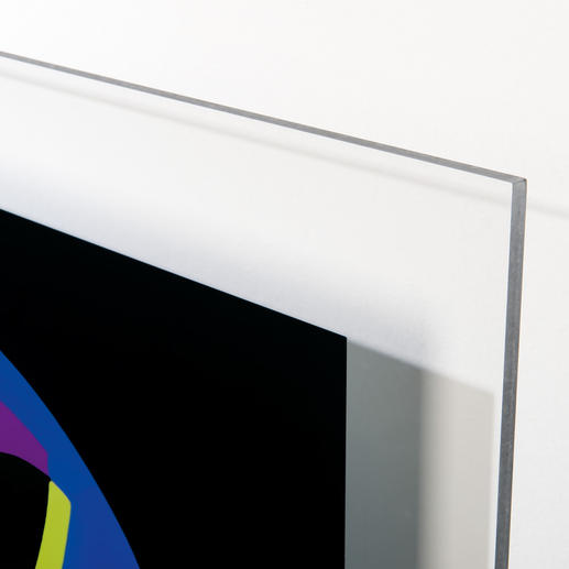 Die Figur wird auf eine ca. 8 mm dicke Acrylglasscheibe gedruckt.