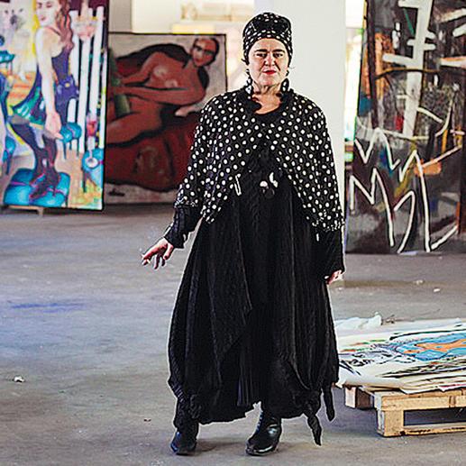 Elvira Bach in ihrem Atelier.