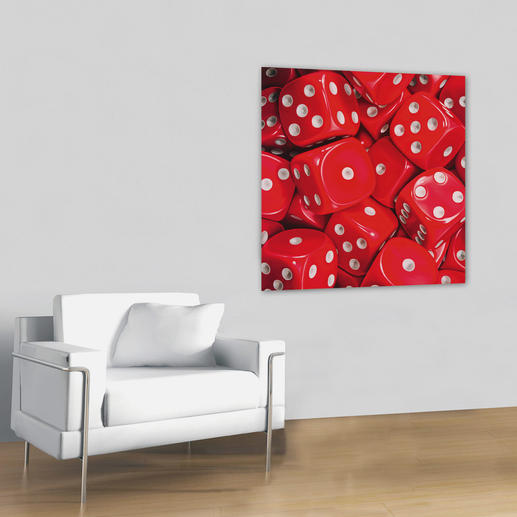 Die roten Würfel sind so realistisch gemalt, dass man erst auf den zweiten Blick erkennt, dass es keine Fotografie ist.