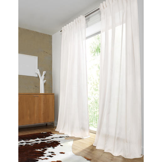 """Vorhang """"Frier"""", 1 Vorhang Unschlagbar vielseitig. Und glänzend wie kaum ein anderer: Federleichter Inbetween mit Fineliner-Streifen."""