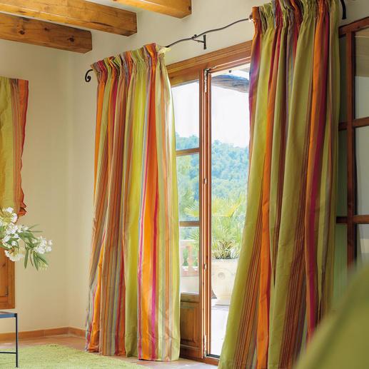 Vorhang Dono - 1 Stück Webgemusterte Seide im faszinierenden Farbenspiel: Jeder Streifen ein ausdrucksvoller Blickfang.