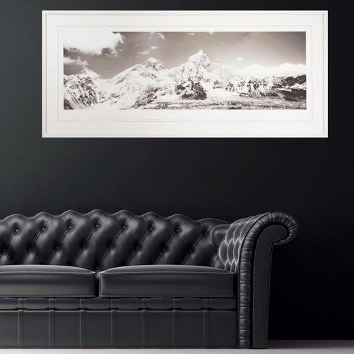 Mit 140,5 x 65 cm eine ideale Grösse über Sideboards und Sofas.