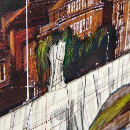 Der Stoff in der Mitte des Werkes veranschaulicht die geplante Brückenverhüllung.