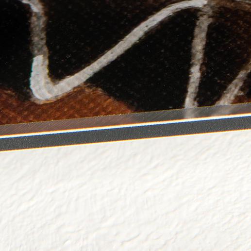 Die Edition wird in Handarbeit dauerhaft auf eine 0,3 cm dicke Aluminium-Platte aufkaschiert.