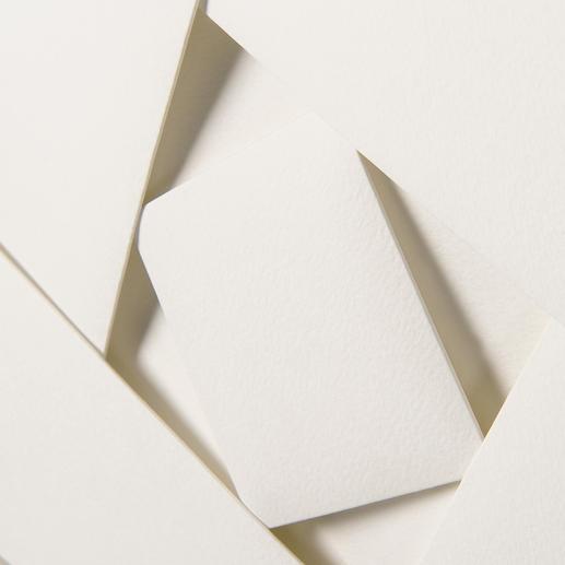Aus einem 80 x 80 cm grossen Papierstück von Hand gefertigt.