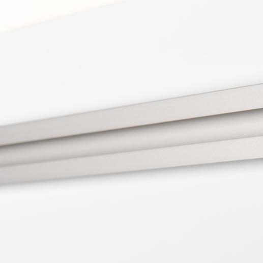 Die Metallschiene auf der Rückseite sorgt für eine sichere und mühelose Aufhängung.