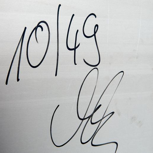 Handsignatur des Künstlers auf der Rückseite der Werke.