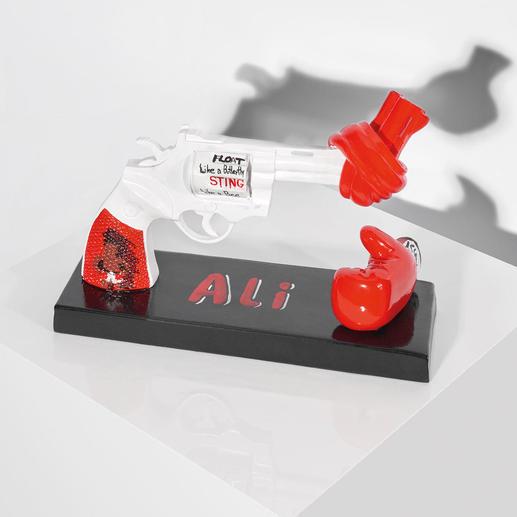 """Carl Fredrik Reuterswärd / Muhammad Ali – Knotted Gun - Punch for Peace Carl Fredrik Reuterswärd: Der Bildhauer des Friedens.  """"Knotted Gun"""" – das Monument des Gewaltverzichts in einer Interpretation von Muhammad Ali. 499 Exemplare. Masse: 19 x 14,4 x 5,5 cm"""