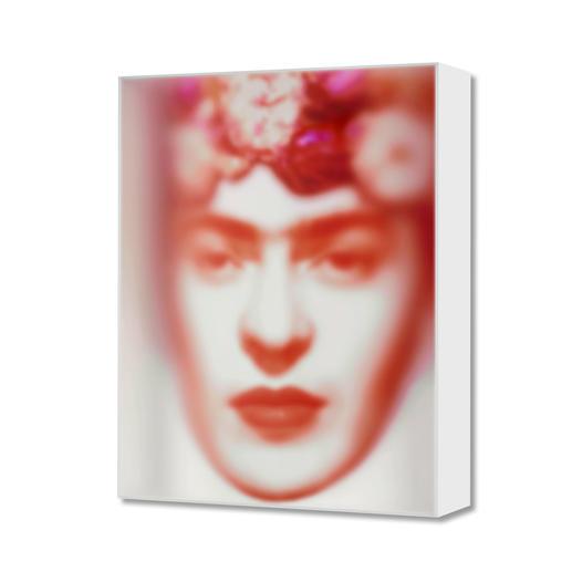 Maxim Wakultschik – Rote Frida Einzigartig: 3D-Objektkunst durch exakt berechnete Stauchung. Maxim Wakultschiks von Hand gefertigte Unikatserie – exklusiv bei Pro-Idee. 5 Exemplare. Masse: 60 x 75 cm