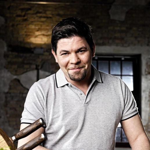 Tim Mälzer, einer der populärsten Fernsehköche Deutschlands, hat bei der Entwicklung dieser herausragenden Shun Premier Messer mitgewirkt.