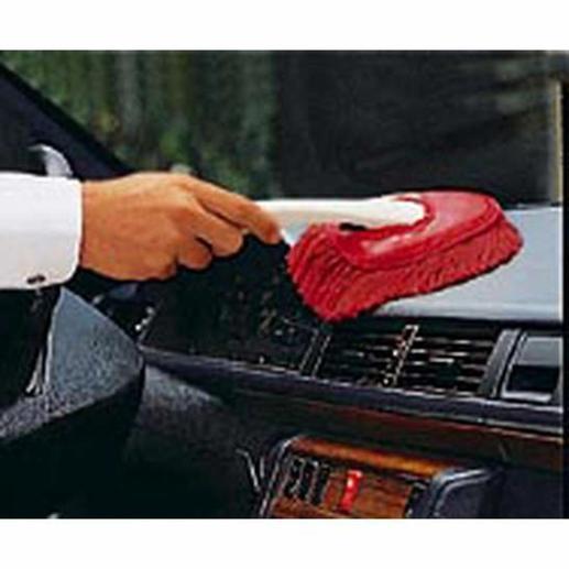 Mit der kleinen Bürste (mitgeliefert) reinigen Sie bequem den Innenraum Ihres Autos.
