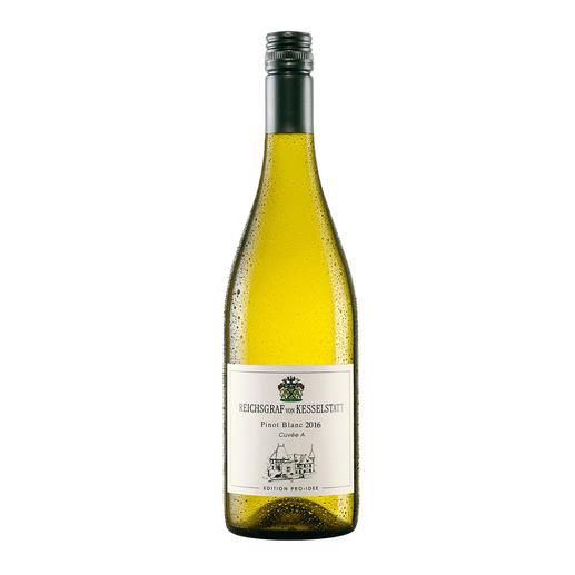Pinot Blanc QbA 2016, Reichsgraf von Kesselstatt, Mosel-Saar-Ruwer, Deutschland, EDITION PRO-IDEE Sie macht Weine mit 94 Parker-Punkten. Doch ihr Pinot Blanc von der Mosel ist die wahre Überraschung.